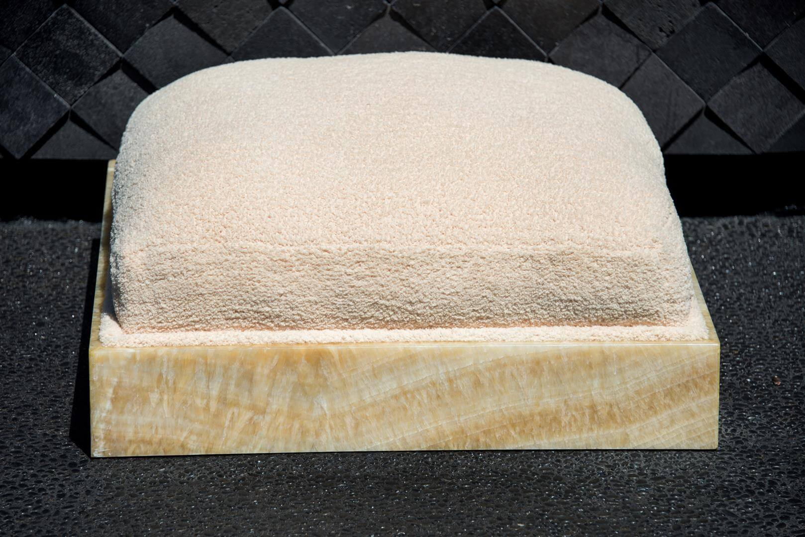 Honey Onyx Pet Bed
